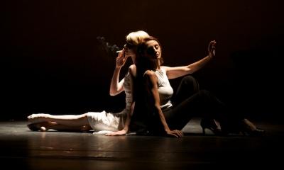 Gabriele Haslinger Josefine Tyler smoke together