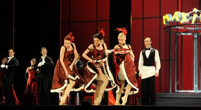 Maxims Paris corps de ballet