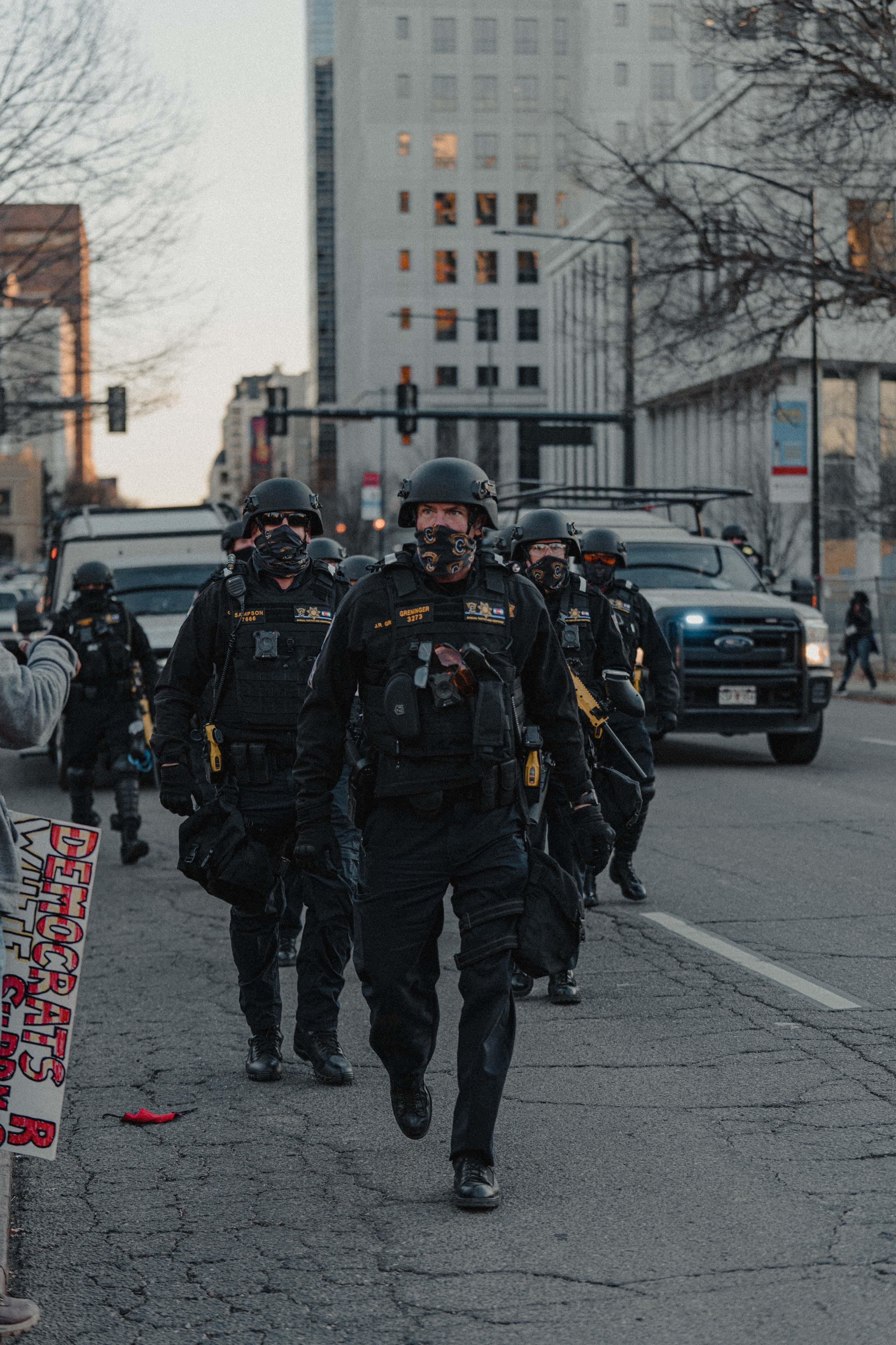 American-police-in-SWAT-gear