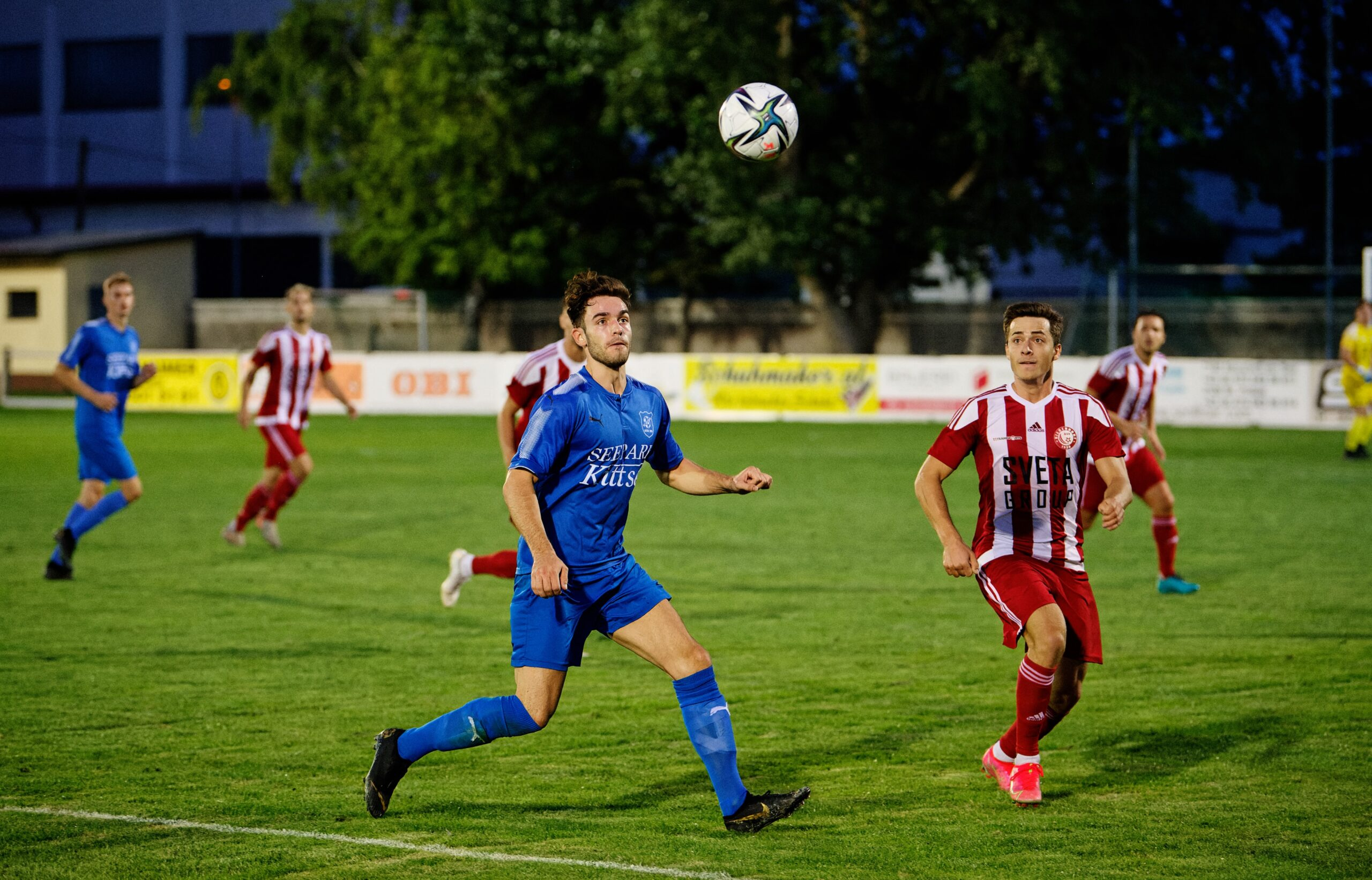Florian Kovacs defending Bastian Lehner