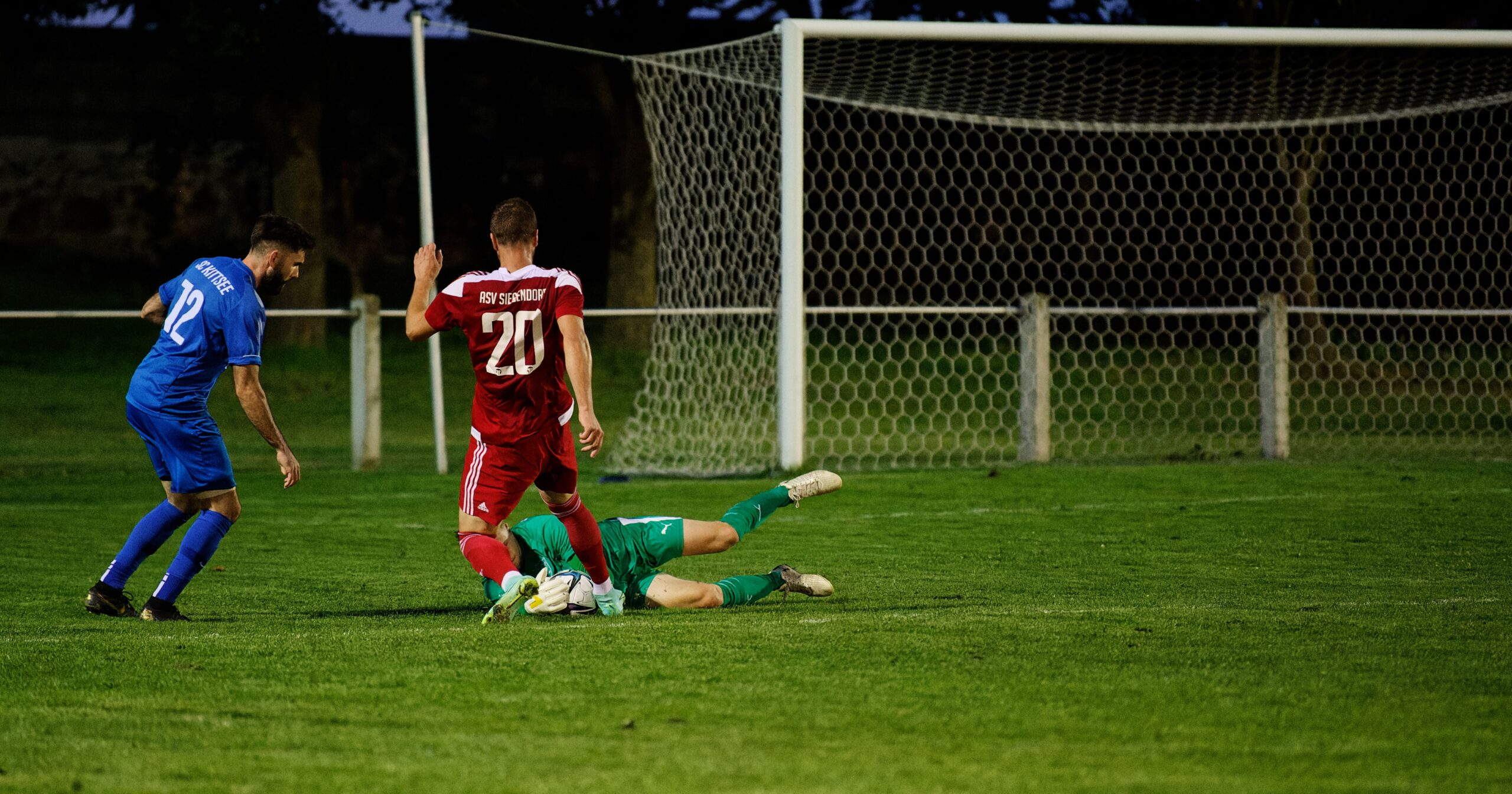 Keeper Barinec snatches the ball from Kovacec