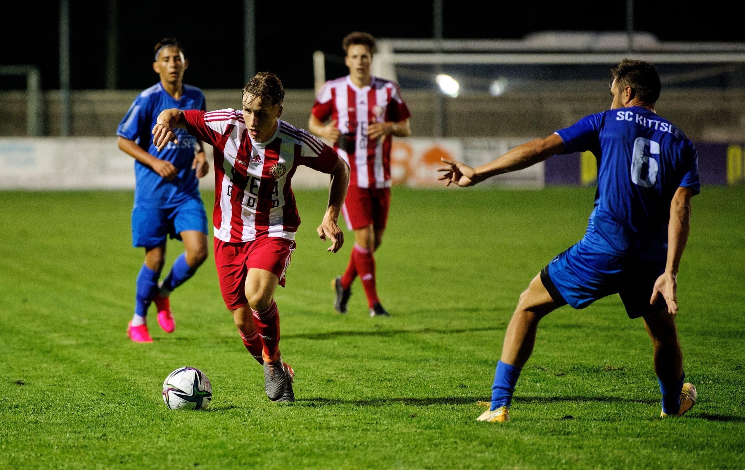 Lucas Secco splits Kittsee defence